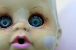 behandla som ett barn - dockan Royaltyfri Foto