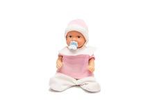 Behandla som ett barn - dockan i rosa kläder som isoleras på vit bakgrund Arkivfoto