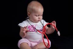 behandla som ett barn doktorn Fotografering för Bildbyråer