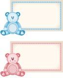 Behandla som ett barn etiketten för etiketten för rosa färger och för blått för nallebjörn Arkivfoto