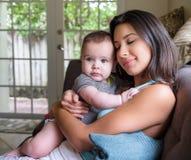 Behandla som ett barn förälskelse Fotografering för Bildbyråer