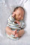 behandla som ett barn fött nytt sova Royaltyfri Fotografi