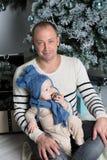 behandla som ett barn fadern hans sötsak Royaltyfri Foto