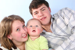 behandla som ett barn familjen royaltyfri bild