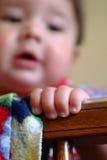 behandla som ett barn fingrar Arkivfoto