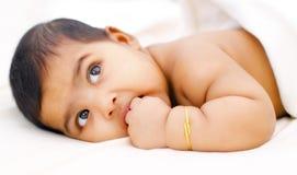 behandla som ett barn flickaindier royaltyfri fotografi