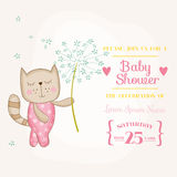Behandla som ett barn flickan Cat Holding Flower - baby shower eller ankomstkortet royaltyfri illustrationer