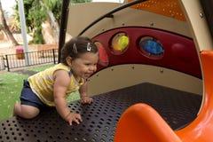 Behandla som ett barn flickan i en lekplats Fotografering för Bildbyråer