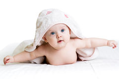 Behandla som ett barn flickan i handduk Royaltyfri Fotografi