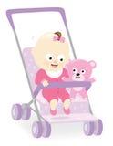Behandla som ett barn flickan i sittvagn med nallebjörnen Arkivfoton