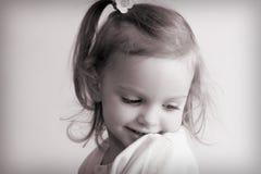 behandla som ett barn flickan little Royaltyfria Bilder