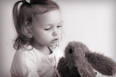 behandla som ett barn flickan little Arkivfoto