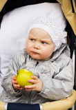behandla som ett barn flickan little Fotografering för Bildbyråer