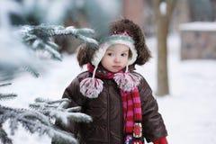 behandla som ett barn flickan little vintern Royaltyfri Bild