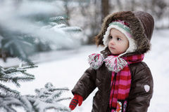 behandla som ett barn flickan little vintern Royaltyfria Foton