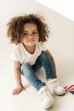 Behandla som ett barn flickan med amerikanska flaggan Royaltyfria Bilder