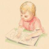 Behandla som ett barn flickan med en bok Arkivfoto