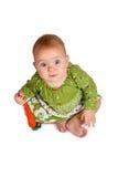 Behandla som ett barn flickan med moroten i hand Royaltyfri Bild