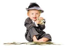Behandla som ett barn flickan på högen av pengar royaltyfria foton