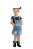 Behandla som ett barn flickan som poserar i studio isolerat Arkivfoto