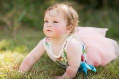 behandla som ett barn flickaparken Royaltyfri Foto