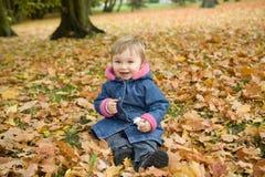behandla som ett barn flickaparken Royaltyfri Bild