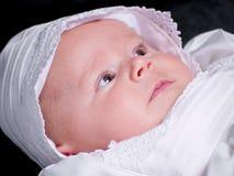 behandla som ett barn flickaståenden royaltyfri fotografi