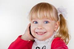 behandla som ett barn flickatelefonen Royaltyfri Fotografi