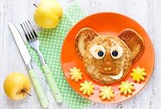 Behandla som ett barn frukostpannkakor Royaltyfria Bilder