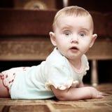behandla som ett barn förvånadt Arkivfoto