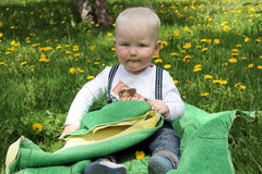 behandla som ett barn gammala en år för pojken Royaltyfri Fotografi