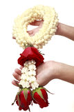 Behandla som ett barn ger blomman till henne momen Arkivbild