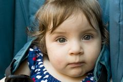 Behandla som ett barn ?gon royaltyfri foto