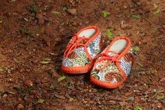 behandla som ett barn gulliga skor Royaltyfria Bilder