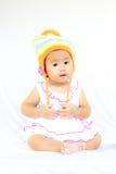 Behandla som ett barn gulligt behandla som ett barn flickaståenden royaltyfria foton