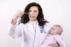 behandla som ett barn hälsa Fotografering för Bildbyråer