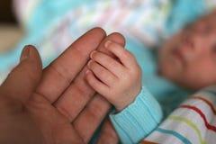 behandla som ett barn händer Royaltyfri Foto