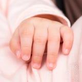 behandla som ett barn handen Fotografering för Bildbyråer