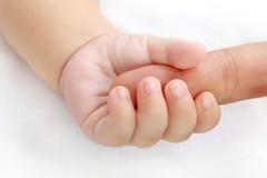 behandla som ett barn handen little Arkivfoton