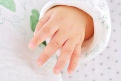 behandla som ett barn handen little Royaltyfri Bild