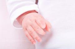behandla som ett barn handen little Arkivfoto