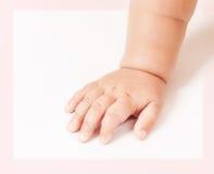 Behandla som ett barn handen som isoleras på vit Royaltyfri Bild