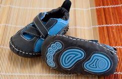 behandla som ett barn handgjorda skor Royaltyfria Foton