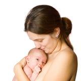 behandla som ett barn henne den nyfödda modern Royaltyfri Bild