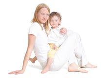 behandla som ett barn henne moderbarn arkivbild