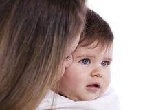 behandla som ett barn henne modersonen Royaltyfri Foto