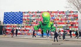 Behandla som ett barn Hulkväggmålningen Arkivbild