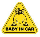 Behandla som ett barn i bilklistermärke Rolig liten framsida av flickan Royaltyfri Illustrationer
