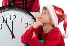 Behandla som ett barn i väntande gåva för den Santa Claus hatten Arkivbild