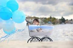 Behandla som ett barn i vagn Royaltyfria Foton